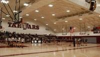 体育館では近隣の高校と女子バレーボールの対抗戦が行われていた=米ロサンゼルス郡トーランス高で、長野宏美撮影