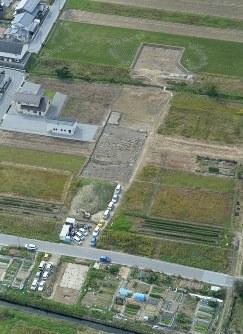 3世紀前半の巨大集落が見つかった稲部遺跡=本社ヘリから加古信志撮影