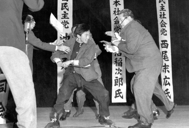 浅沼委員長暗殺 | 凜々金魚竜のニッキ飴(^_^)♪