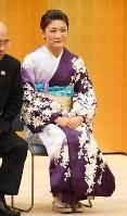 国民栄誉賞の授与式前、笑顔を見せるレスリング女子の伊調馨選手=首相官邸で2016年10月20日午後4時55分、川田雅浩撮影