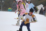 Snowboarders dressed up in costumes are seen at the Yeti ski resort in Susono, Shizuoka Prefecture, on Oct. 21, 2016. (Mainichi)
