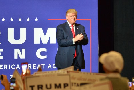 「第2の故郷」と呼ぶフロリダで繰り返し集会を開く共和党のトランプ候補=米南部フロリダ州ウエスト・パーム・ビーチで10月13日、西田進一郎撮影