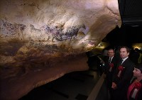 French Ambassador to Japan Thierry Dana, second from right, and others appreciate the life-size recreations of Paleolithic cave paintings at Lascaux, France, at the National Museum of Nature and Science in Ueno, Tokyo on Oct. 31, 2016. (Mainichi)