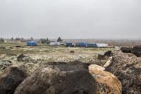 トルコ国内に並ぶ難民のテント。難民の1人は「トルコ人にここに連れてこられたが、行くあてもなく途方にくれている」と話す=トルコ・スルチ郊外で2014年12月10日、写真家の川畑嘉文さん撮影