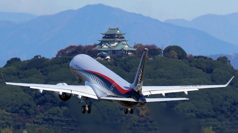昨年11月のMRJ初飛行=兵藤公治撮影