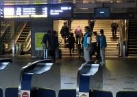 Passengers walk by an electronic display running on backup power at the entrance to Shinkansen bullet train line platforms at JR Hakata Station, in Hakata Ward, Fukuoka, on Nov. 8, 2016. (Mainichi)