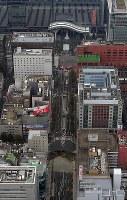 大規模に陥没したJR博多駅近くの道路=福岡市博多区で2016年11月8日午前9時45分、本社ヘリから須賀川理撮影