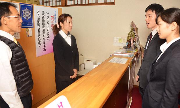 手配者捜査月間:宿泊施設を啓発 /和歌山 - 毎日新聞