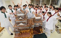 Students pose with the Kumamoto Castle-shaped sweets they made at the Hiraoka Chori Seika Senmon Gakko in Ogori, Fukuoka Prefecture, on Nov. 9, 2016. (Mainichi)