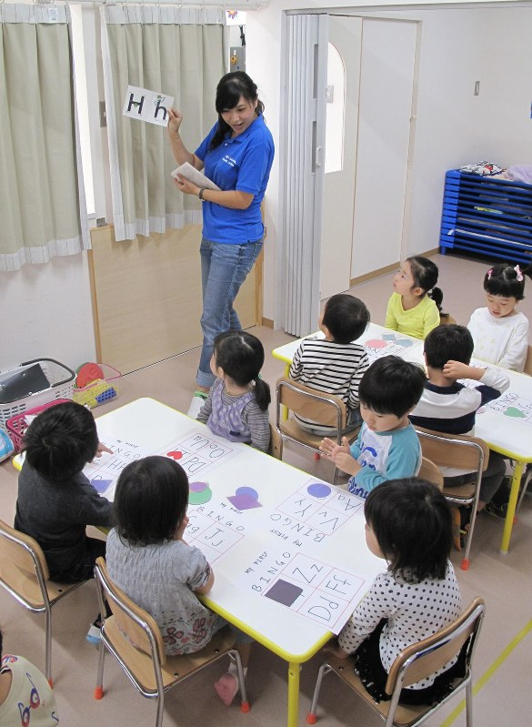 Eager parents put tiny tots in English classes to foster proficiency