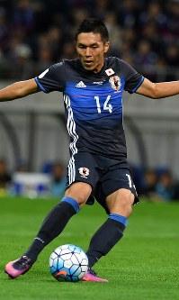 【日本―サウジアラビア】前半、シュートを放つ久保=埼玉スタジアムで2016年11月15日、宮間俊樹撮影