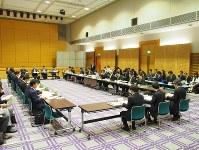 総務省のフォローアップ会合では、SIMロック解除の条件緩和についても議論された