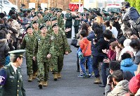 Engineering corps members of the Self-Defense Forces enter Aomori Airport while being seen off by their families, at Aomori Airport on Nov. 20, 2016. (Mainichi)
