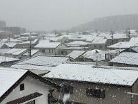 雪化粧した家並み=東京都世田谷区で2016年11月24日午前9時16分、藤井太郎撮影