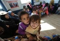 乳幼児の健康を管理する施設には栄養不足の子どもたちが大勢訪れる=ヨルダン・ザルカ県のアズラック難民キャンプで2016年10月6日、久保玲撮影