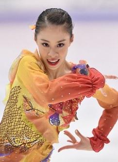 女子FSで演技する松田悠良=真駒内セキスイハイムアイスアリーナで2016年11月26日、宮間俊樹撮影