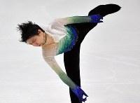 男子FSで演技する羽生結弦=札幌市の真駒内セキスイハイムアイスアリーナで2016年11月26日、手塚耕一郎撮影