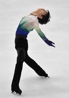 男子FSで演技する羽生結弦=真駒内セキスイハイムアイスアリーナで2016年11月26日、手塚耕一郎撮影