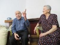 アッチャロリ中心部に暮らすアントニオさん(左)とアミナさんの夫妻=福島良典撮影