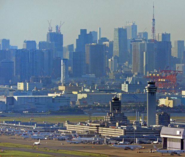羽田空港上空から東京都心部を望む