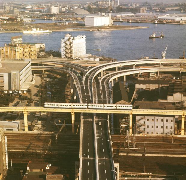 開通したばかりの東京モノレール=東京都港区海岸で1964年年11月撮影