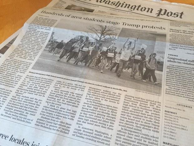 トランプ氏の大統領当選後にメリーランド州で行われた、高校生のデモ行進を報じる米紙ワシントン・ポスト