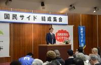 支援者にあいさつする国民サイドの小長井代表=静岡市葵区で