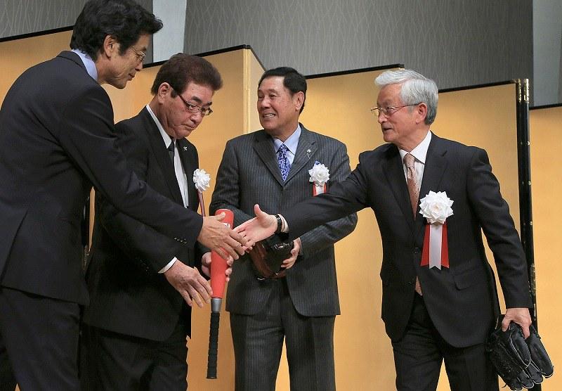 星野氏 大阪で殿堂入り祝う会、03年阪神V戦士と爆 …