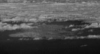 色丹島=北海道根室市で2016年12月3日、本社機「希望」から徳野仁子撮影 (赤外線カメラで撮影)