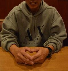 薬物を使っていた過去を振り返る男性=高松市で11月29日