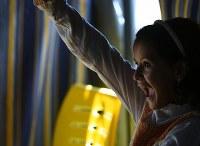 教師の質問に手を挙げる女の子。サポートスクールの教室内は生き生きとした言葉が飛び交う=ヨルダン・アンマンで2016年10月5日、久保玲撮影