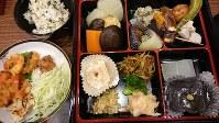 徳賞寺の「ハイブリッド精進料理」。正式の膳組みとは異なり、ボリューム満点だ=三輪晴美撮影
