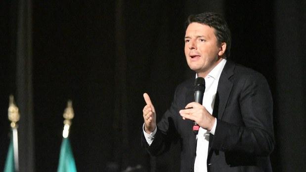 辞任を表明したレンツィ伊首相