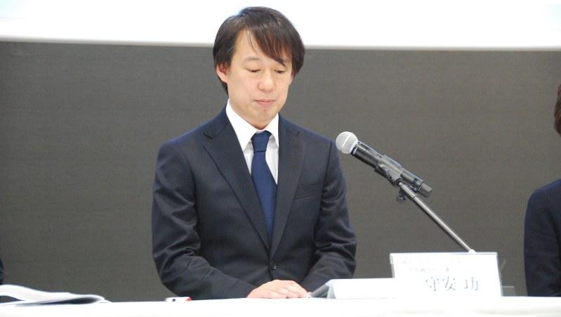 会見する守安功DeNA社長=2016年12月7日、田中学撮影