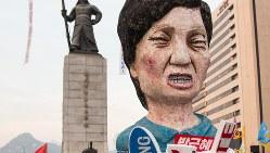 朴槿恵大統領を模した人形=ソウル市内で行われた抗議デモで2016年12月3日