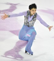 Figure skater Yuzuru Hanyu performs in the men's short program during the ISU Grand Prix Final in Marseille, France, on Dec. 8, 2016. (Mainichi)