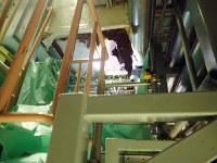 島根原発2号機の中央制御室に外気を取り入れるダクトで見つかった腐食穴(中央上部)=中国電力提供