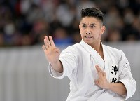 【男子形決勝】優勝した喜友名諒の形=日本武道館で2016年12月11日、猪飼健史撮影
