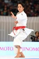 【女子形決勝】優勝した清水希容の形=日本武道館で2016年12月11日、猪飼健史撮影