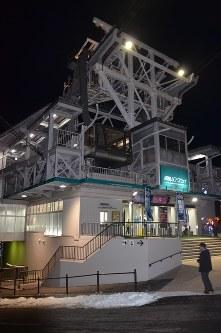 作業中に事故があった函館山ロープウェイの山麓駅=北海道函館市で2016年12月11日午後7時50分、遠藤修平撮影