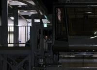 作業中に事故があった函館山ロープウェイ山麓駅のホーム=北海道函館市で2016年12月11日午後7時51分、遠藤修平撮影
