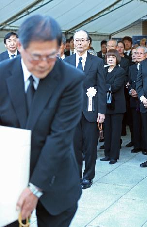 荒川博さん葬儀:王さん「出会え...