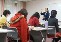 引きこもりなどで就業機会を失った女性向けに、就職支援講座を開く自治体もある=横浜市で