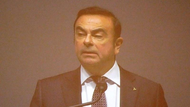 日本語であいさつしたカルロス・ゴーン三菱自動車新会長=千葉市美浜区の幕張メッセで12月14日、今沢真撮影