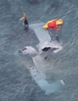 Remnants of a U.S. military MV-22 Osprey aircraft that crash-landed in the water along the coast of the Abu district of Nago, Okinawa Prefecture, on the night of Dec. 13, 2016, are seen here the next morning from a Mainichi Shimbun plane. (Mainichi)