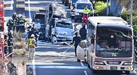 6台が絡んだ多重事故の現場=大阪府池田市で2016年12月16日午後1時1分、小関勉撮影(一部画像を処理しています)