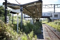 除染作業が進んでいない帰還困難区域にあるJR常磐線の大野駅=福島県大熊町で2016年9月6日、小出洋平撮影