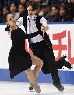 【全日本フィギュア・アイスダンスSD】アイスダンスSDで演技を披露する小松原美里、ティモシー・コレト組=大阪・東和薬品ラクタブドームで2016年12月22日、山崎一輝撮影