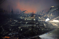 The remains of homes and stores razed in a fire in Itoigawa, Niigata Prefecture, are pictured shortly after 5:30 p.m. on Dec. 22, 2016. (Mainichi)