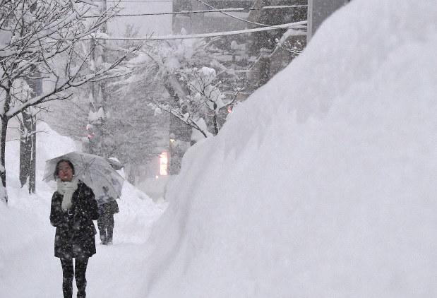 大雪:連日「うんざり」 札幌50年ぶり96センチ 12月 - 毎日新聞